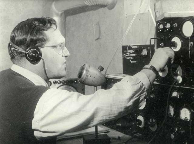 1950er, DL6UH an seiner Eigenbaustation